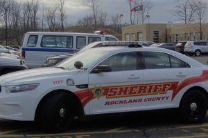Dos muertos y nueve heridos al estrellarse auto contra un árbol en Nueva York