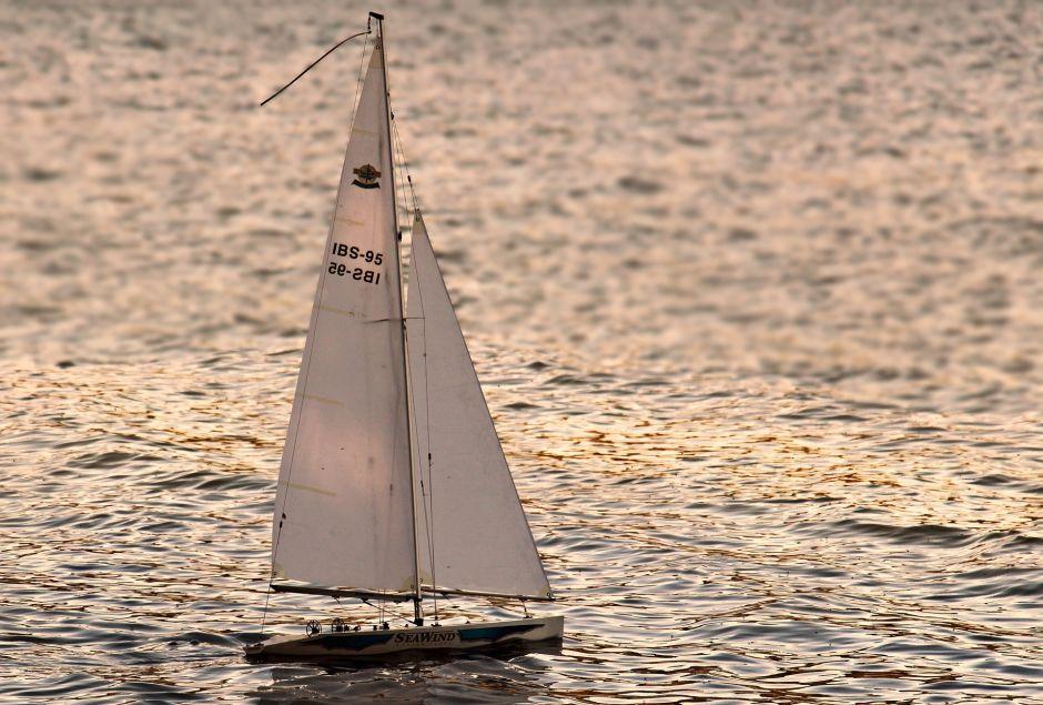 Hispano cruzó el Atlántico en velero para sortear cuarentena y celebrar día del padre con su familia