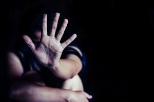 Arrestan a mujer de 40 años por haber tenido relaciones sexuales con un niño de 14