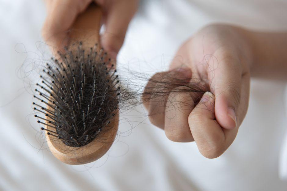 ¿Cómo prevenir la caída del cabello con vinagre de manzana?
