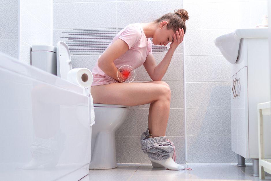 """¿Por qué las mujeres van más al baño a hacer """"número 2"""" cuando están en su periodo menstrual?"""