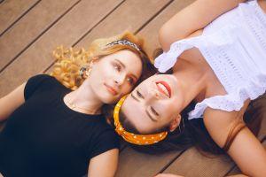 Las mejores diademas y bandanas para usar en verano y no tener que peinarte mucho