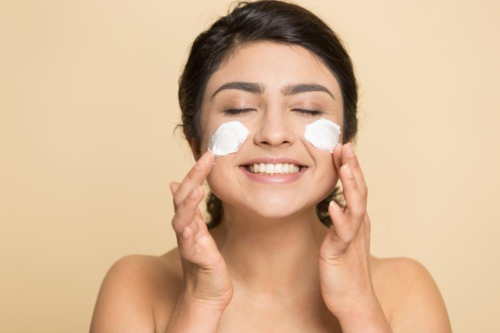 3 cremas con colágeno y acido hialurónico que hidratan y que pueden suavizar las arrugas