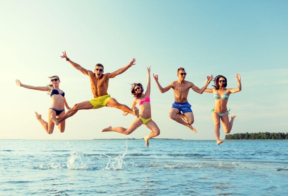 Los mejores trajes de baño, camisetas y trajes de buzo para ir a la playa este verano