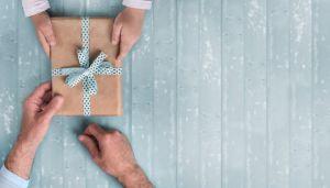 Los 5 regalos para darle a tu suegro este Día de Padre por menos de $25 dólares