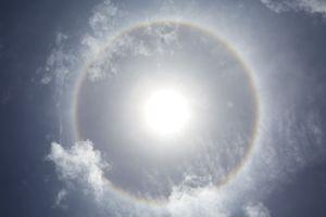 """¿Señal apocalíptica? Causa temor """"arcoíris"""" alrededor del Sol visto durante sismo en México"""