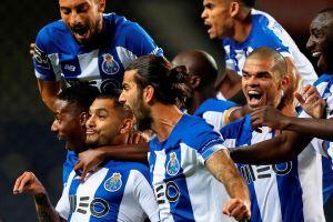 """Dos partidos, dos golazos: el """"Tecatito"""" Corona la está rompiendo con el Porto"""