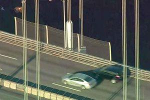 Taxista se lanzó al río tras detenerse en un puente de Nueva York