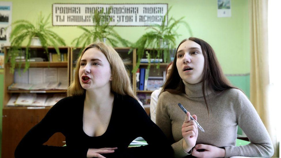 Los adultos jóvenes también pueden ser buenos estudiantes de idiomas.