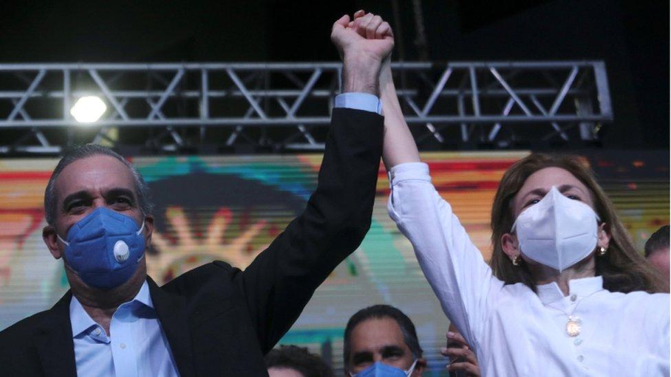 Abinader se autoproclamó ganador de las elecciones en la noche del domingo