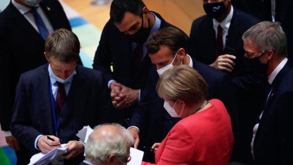 El acuerdo se logró tras largos debates.