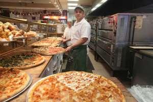 Pizza con 254 quesos diferentes se lleva el récord Guinness