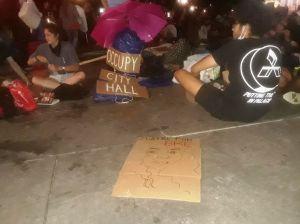 """Sondeo: mayoría reconoce racismo y brutalidad, pero rechaza quitar fondos a NYPD; para Trump es """"denigrante"""" gastar en mural BLM de 5ta Av"""