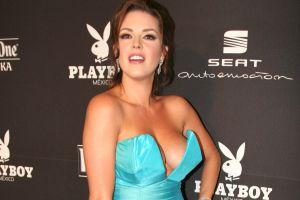 Con un colorido microbikini, Alicia Machado posa muy sexy a sus 44 años