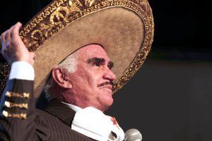 Vicente Fernández y su familia se reúnen tras permanecer varios meses en confinamiento