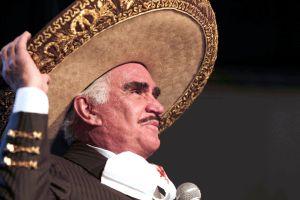 Vicente Fernández Jr. le pide a Lupita Castro que denuncie a su padre ante las autoridades, no en redes sociales