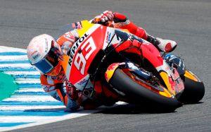 VIDEO: Campeón de motociclismo Marc Márquez se rompe el brazo en su regreso a las pistas