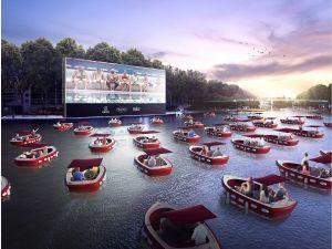 Crean un cine en el agua, los asientos son botes individuales