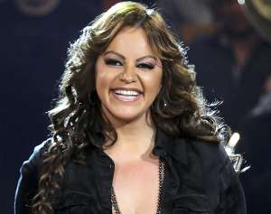 Espíritu de Jenni Rivera seguiría presente en estudio de radio