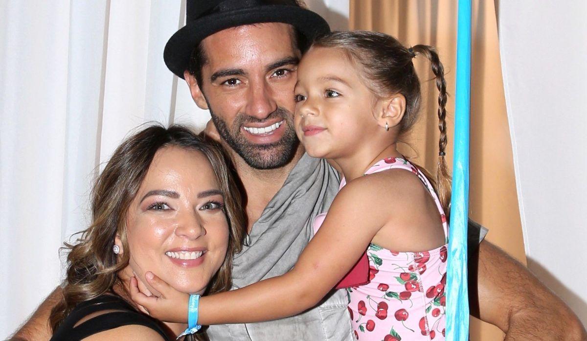 Adamari López, Toni Costa y la pequeña Alaïa.