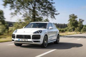 Ver este video de un Porsche Cayenne Turbo correr a más de 300 km/h te provocará vértigo
