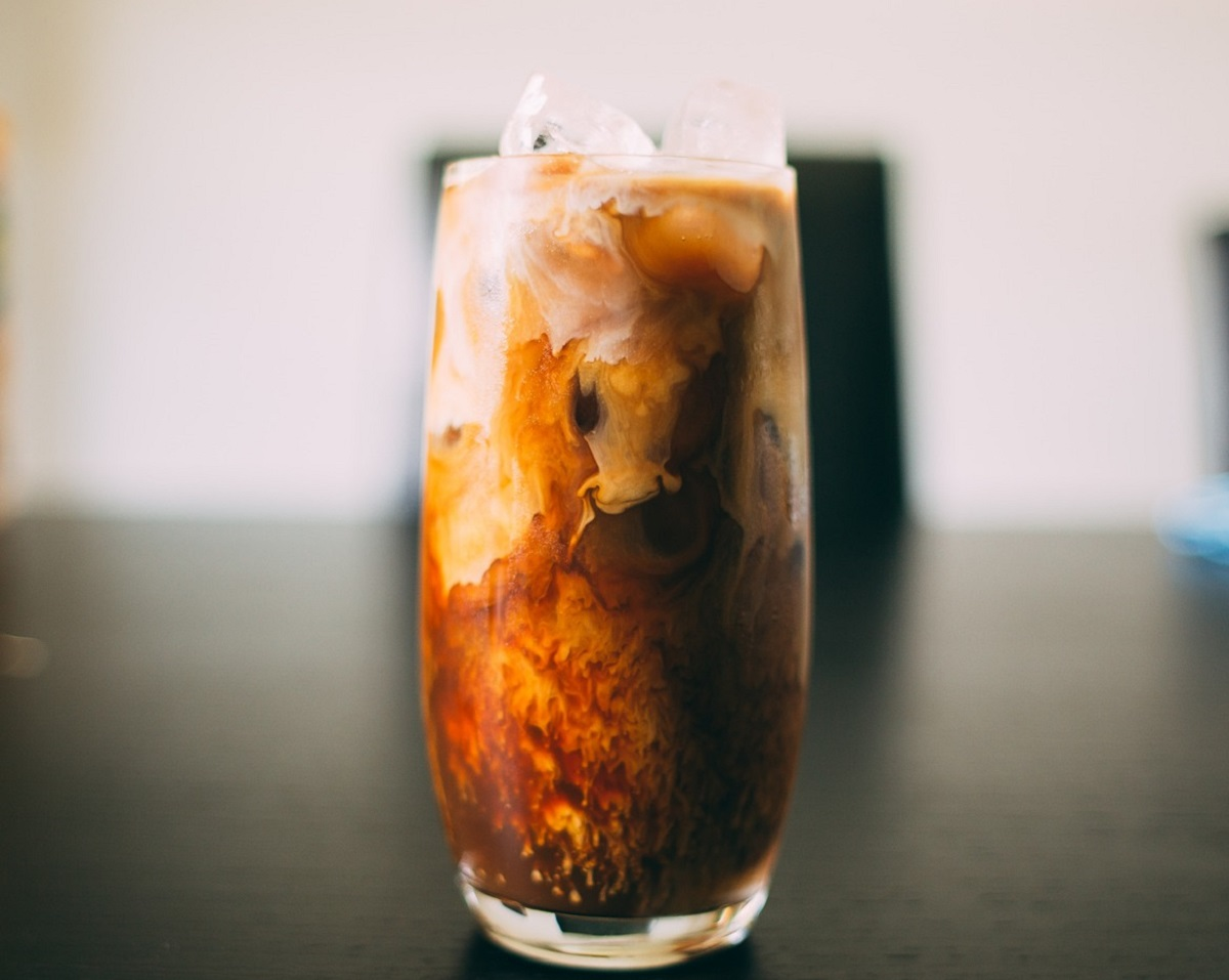 El café frío también aumenta tu tasa metabólica pero puede ser más amable con tu estómago que la preparación caliente.