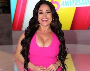 Carolina Sandoval puede mover sus senos de manera impresionante