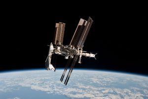 Estación Espacial improvisa maniobra para evitar impacto con basura espacial