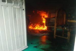 FOTOS: CJNG incendia casas, taller y camioneta por supuesto apoyo al Marro
