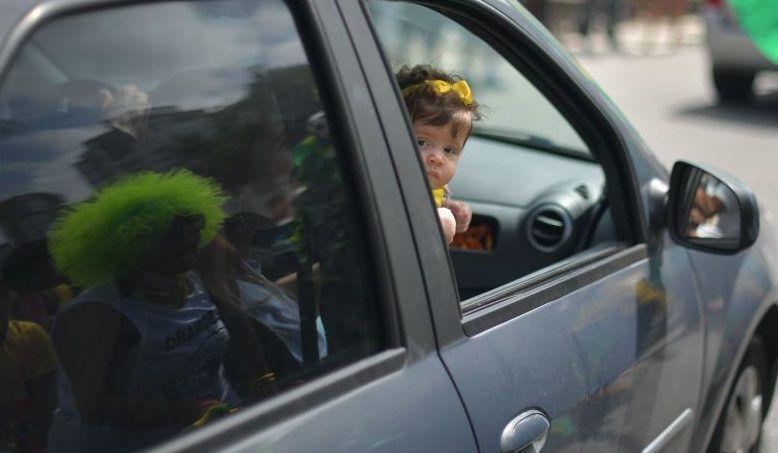 Dejar olvidado a tu bebé en el auto aún con las ventanillas abiertas podría provocarle la muerte.