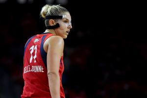 """""""Tomo 64 pastillas diarias"""": Basquetbolista reclama a la WNBA por no otorgarle excepción ante riesgos por COVID-19"""