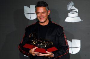 Alejandro Sanz es homenajeado en Madrid de la mano de su hija Manuela y su novia Rachel Valdés