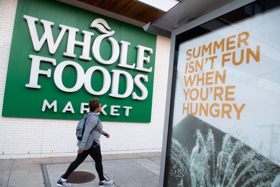 """Demandan a Whole Food Market por represalias en contra de empleados por apoyar movimiento """"Black Lives Matter"""""""