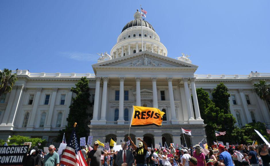 Cierran el Capitolio de California por un brote de coronavirus