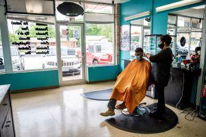 Cubrebocas evitaron que 139 clientes de salón de belleza se contagiaran de coronavirus
