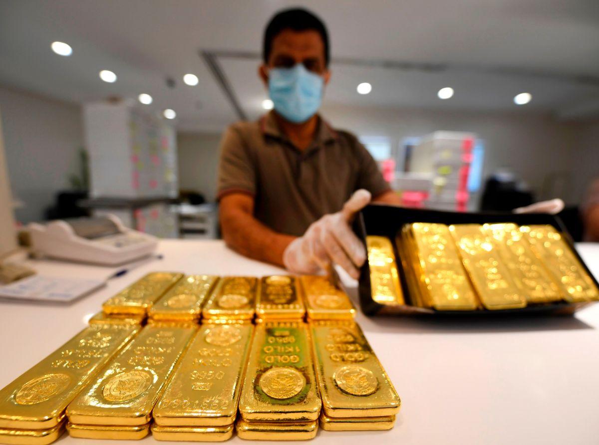El precio de una onza de oro alcanzó un valor de $1,888 dólares.