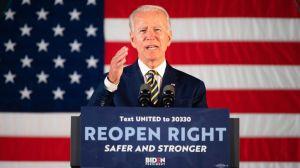 """Candidato Biden insultó a reportero por cuestionar su capacidad mental y dijo que esclavistas fueron sólo """"de vez en cuando desagradables"""""""