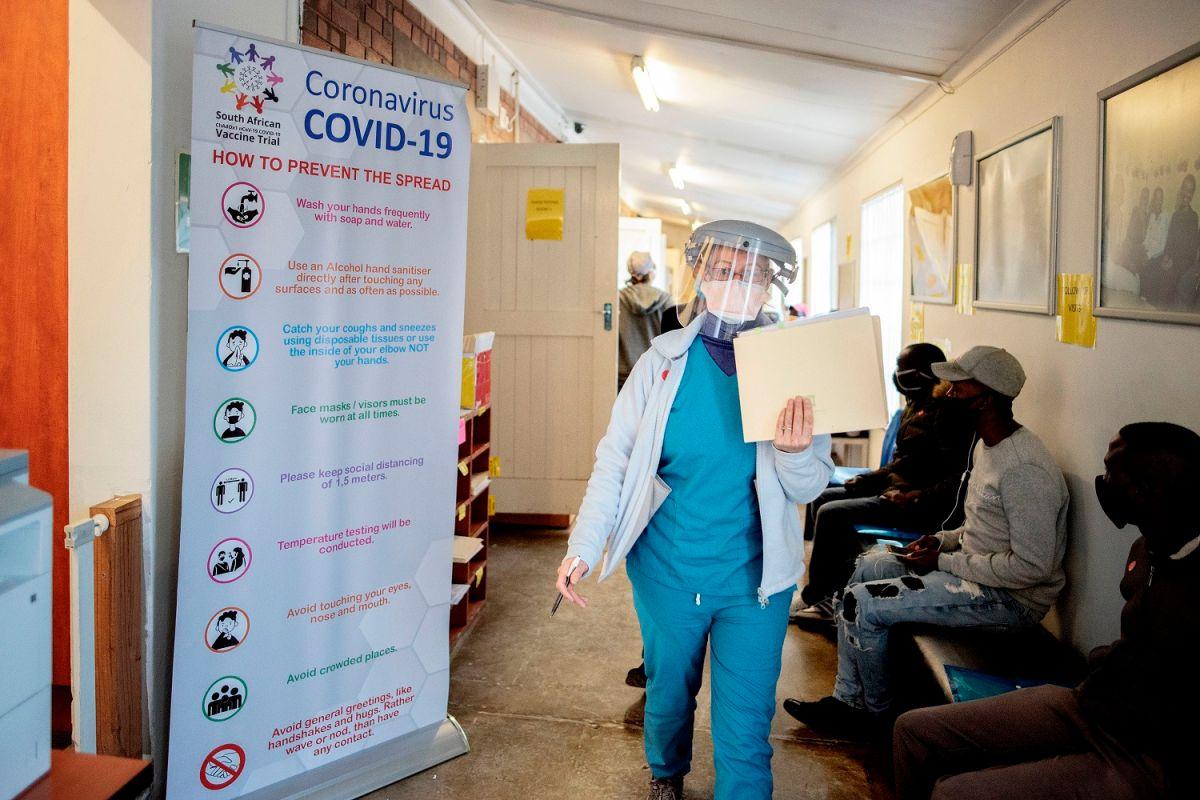 Una de las vacunas experimentales se prueba en Sudáfrica.