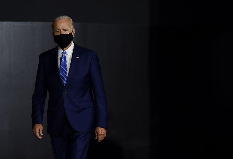 Biden dice que está recibiendo informes de abogados para elegir a candidata a la vicepresidencia