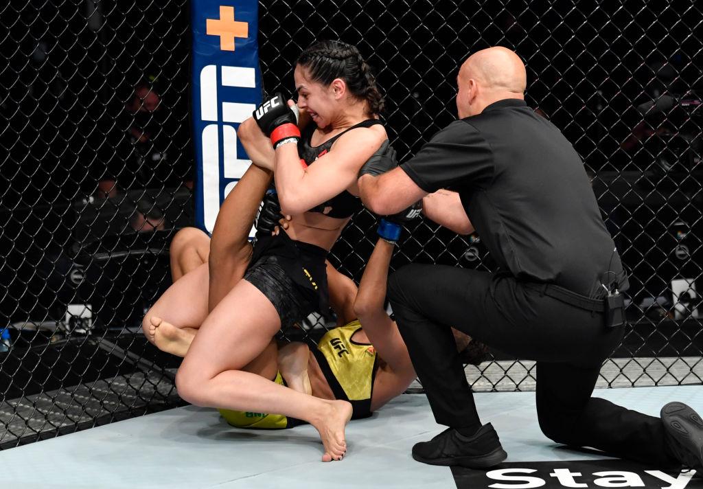 ¡Casi le rompe la pierna! La violenta sumisión con la que Ariane Lipski derrotó a Luana Carolina en UFC Fight Island