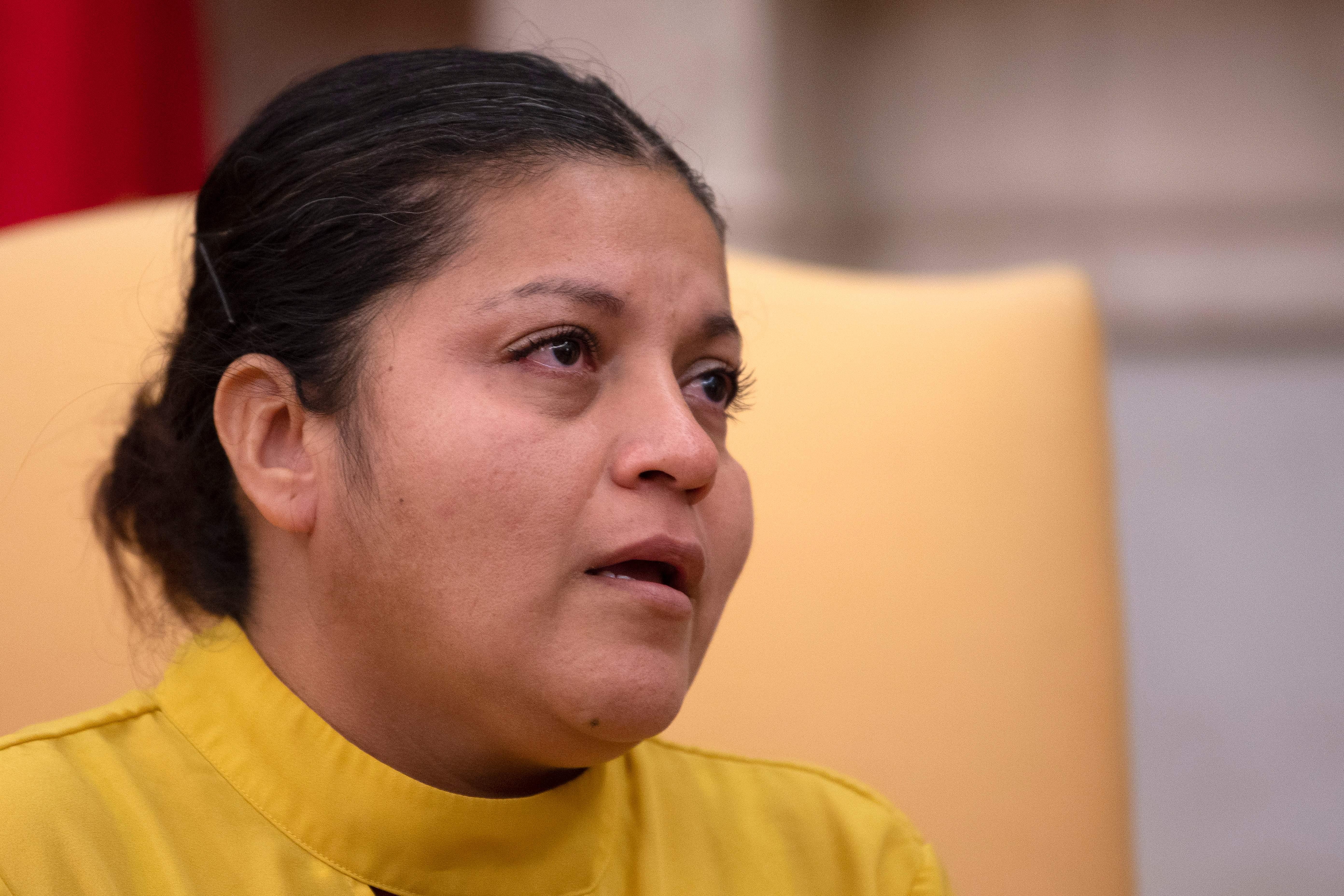 Gloria Guillén se sentó junto al presidente para pedir justicia por la muerte de su hija.