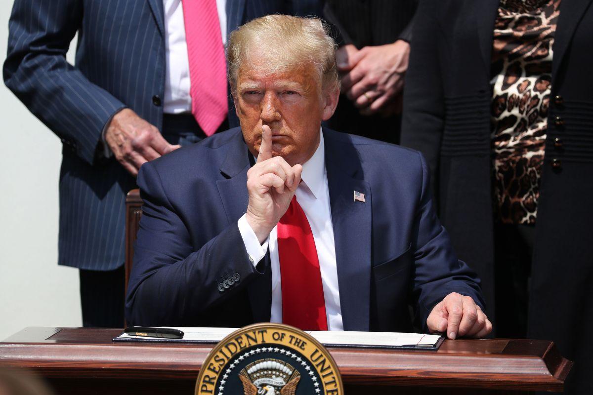 El presidente Trump ordenó excluir a indocumentados del censo.