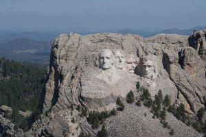 La problemática visita de Trump a Mount Rushmore, símbolo del racismo para indígenas en Estados Unidos
