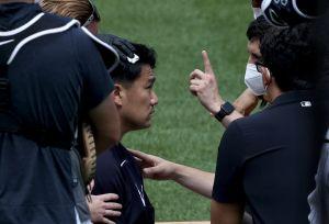 Susto en Yankee Stadium: el pitcher Masahiro Tanaka recibe tremendo pelotazo en la cabeza