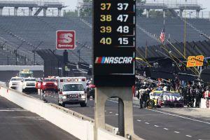 VIDEO: Atropellan a un mecánico en plena carrera de NASCAR