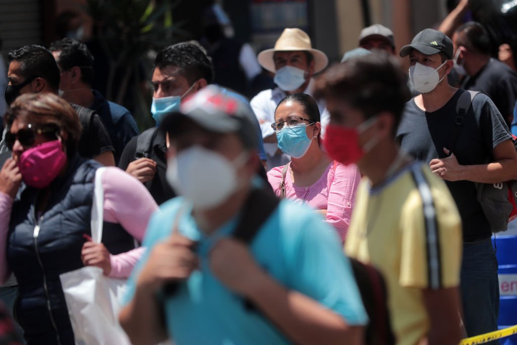 Las autoridades han pedido a la población no relajar las medias de salubridad y sana distancia.