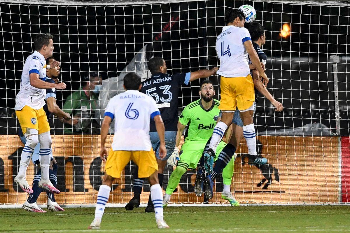 Oswaldo Alanís marcó de cabeza aprovechado un descuido en la zaga rival.