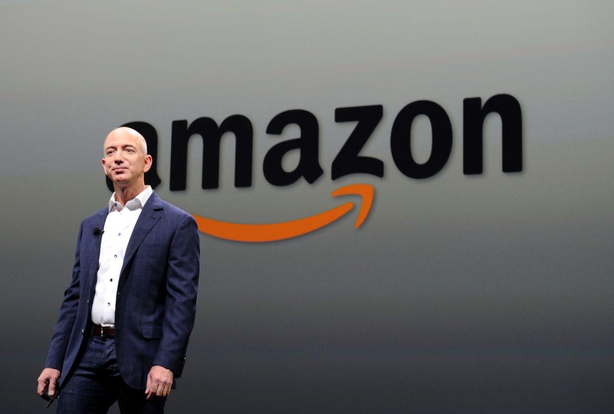 El aumento del valor de las acciones de Amazon se produce con el auge de las compras de comercio electrónico.