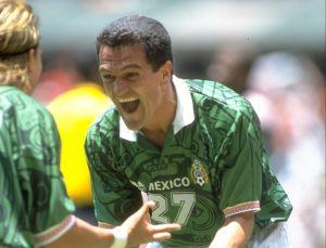 """Carlos Hermosillo le dijo """"pasadito de peso"""" al Chicharito y tundió a Hugo Sánchez"""
