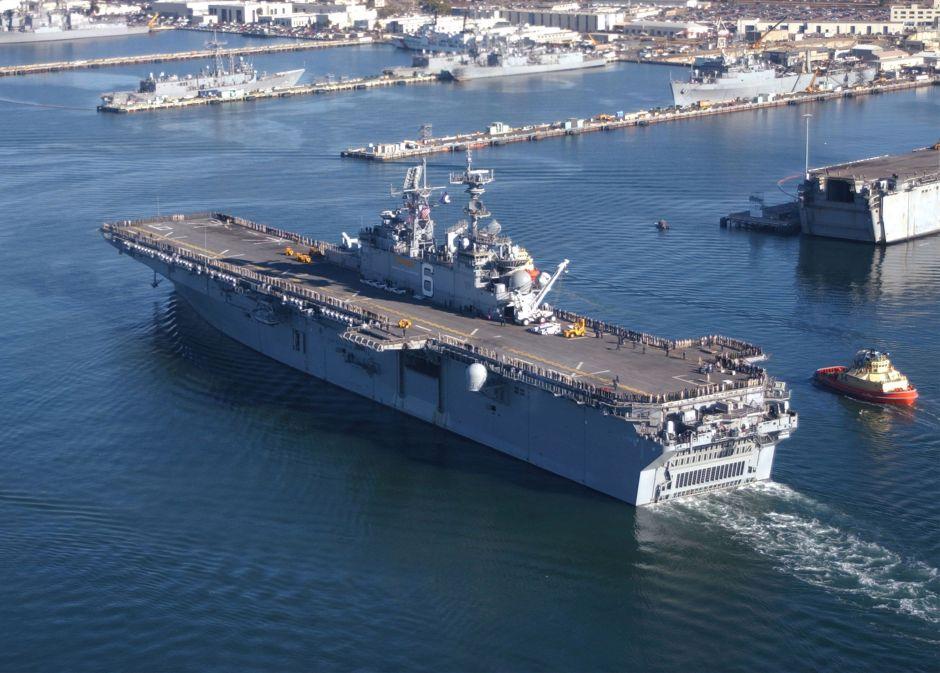 VIDEO: Impresionante incendio en buque militar en San Diego deja varios heridos